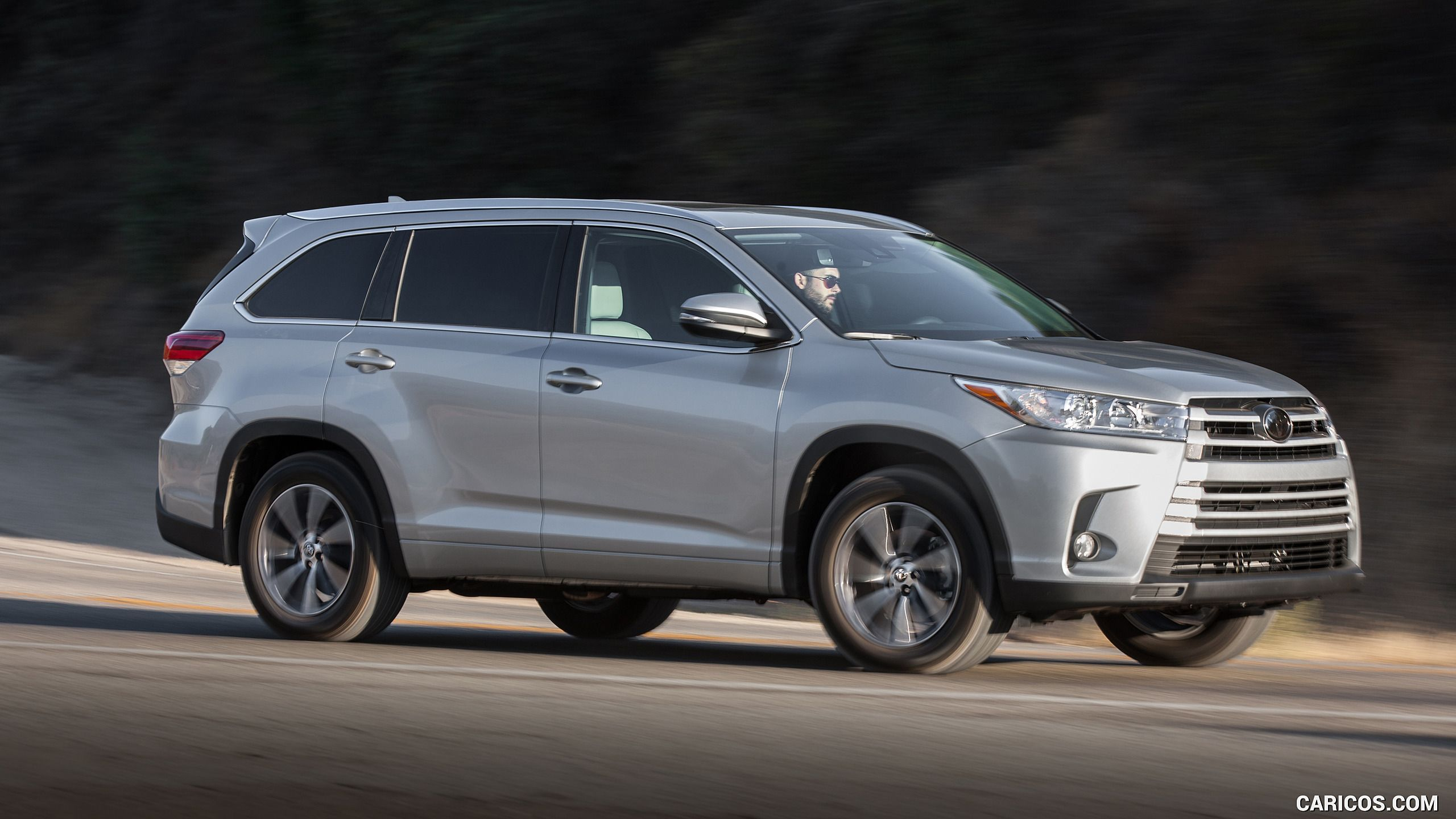 2017 toyota highlander xle awd front three quarter hd