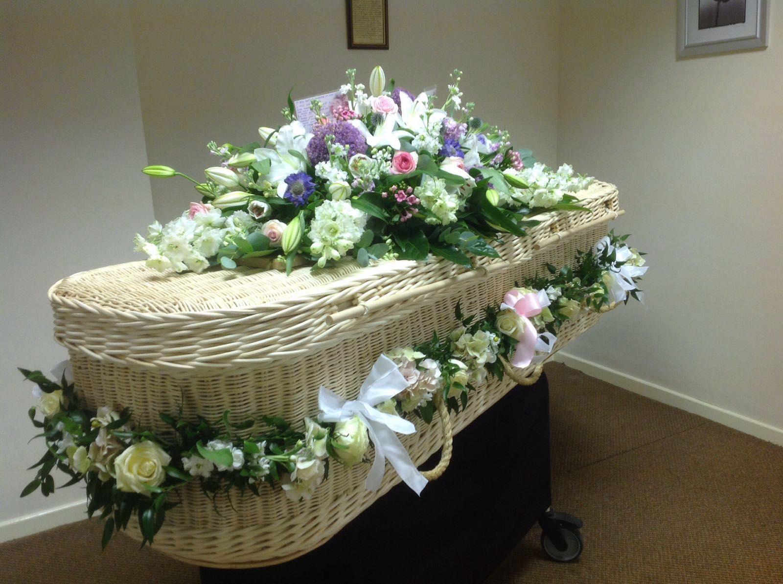 Pin Di The Manchester Florist Su Funeral Flowers Pinterest