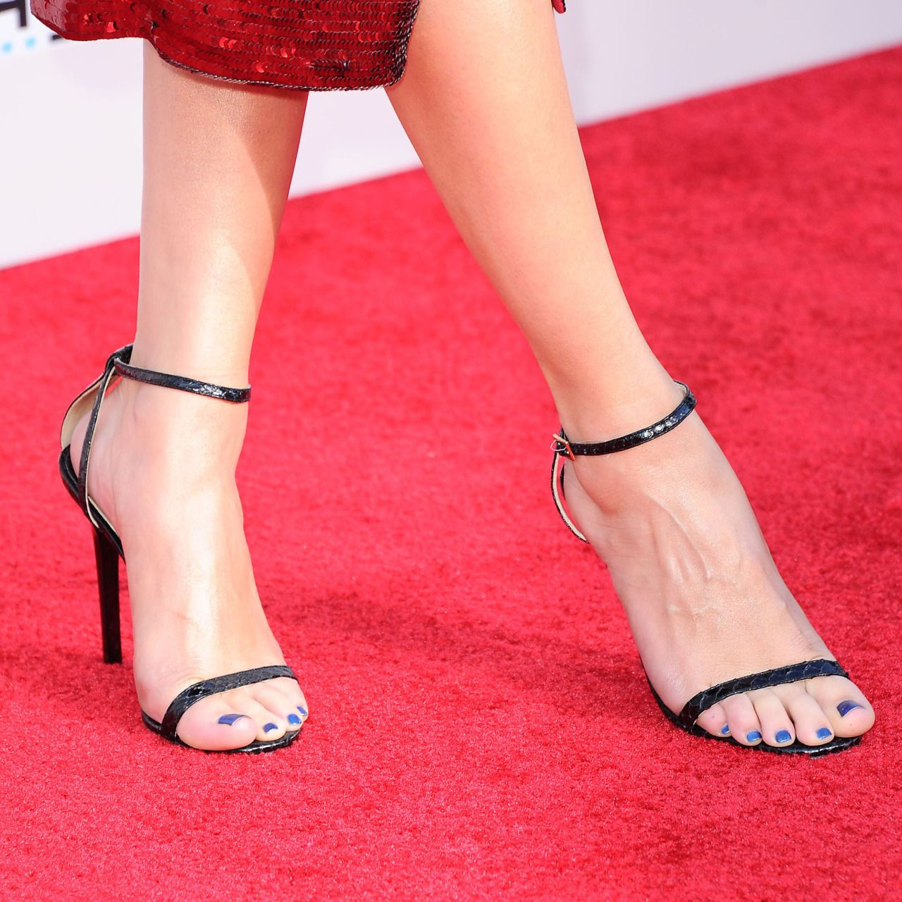 Selena Gomez In Jimmy Choo  Sexy Shoes And Feet -4003