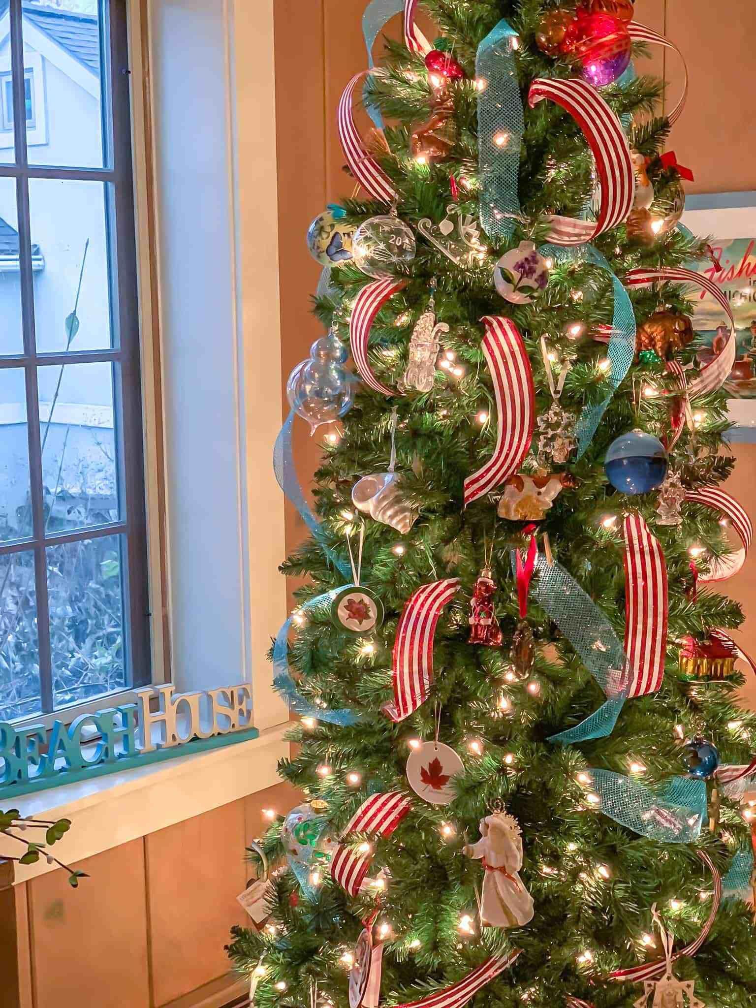 Lake Home Christmas Decor (With Images)