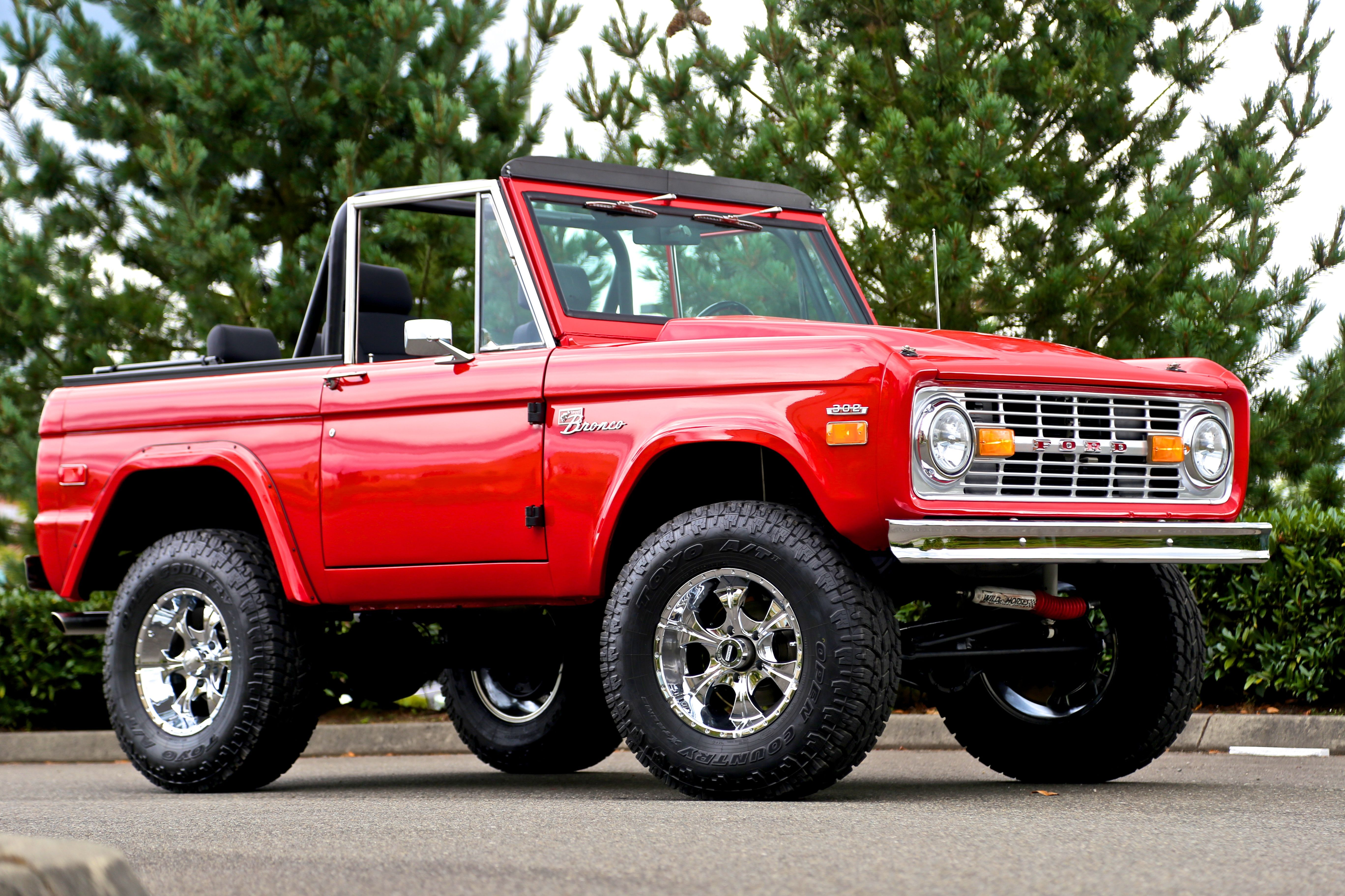 Viper red Bronco w stock bumpers Ford bronco, Bronco