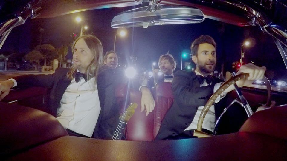 See Maroon 5 Crash Weddings In Sugar Clip Maroon 5 Singer Maroon
