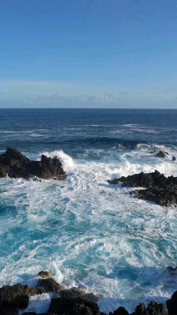 Wave on Stonee