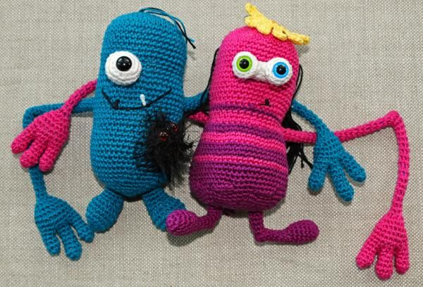 Vote for The monster team by Starhugs design - http://www.amigurumipatterns.net/designcontest/vote/?id=941 - These two are a real monster team. You know you start to look alike if you spend a lot of time together- this couple really CAN look like the other. They simply exchange their eyes or their accecories.   You can create them in the way you like them most. What is the most scary? One or two eyes? A spider as eyes? No eyes at all? Just unbutton and button :)