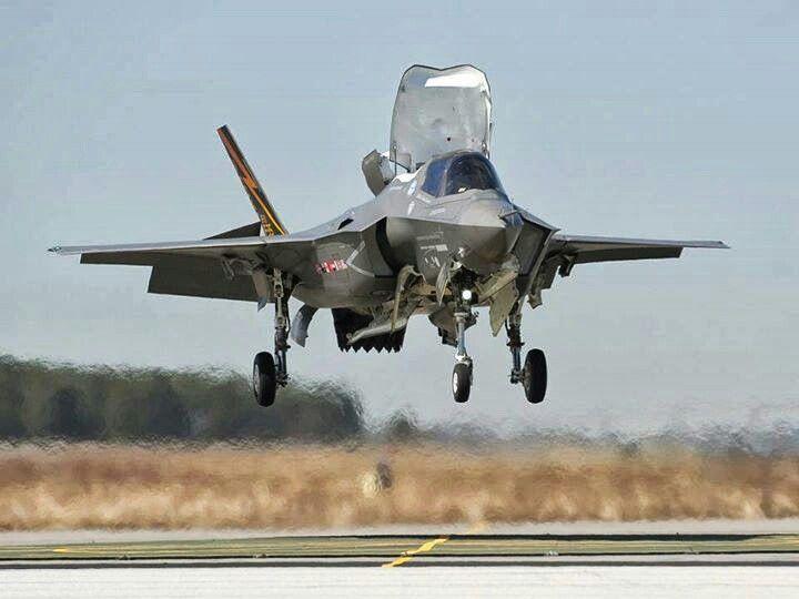 F-35 touching down De JSF!!