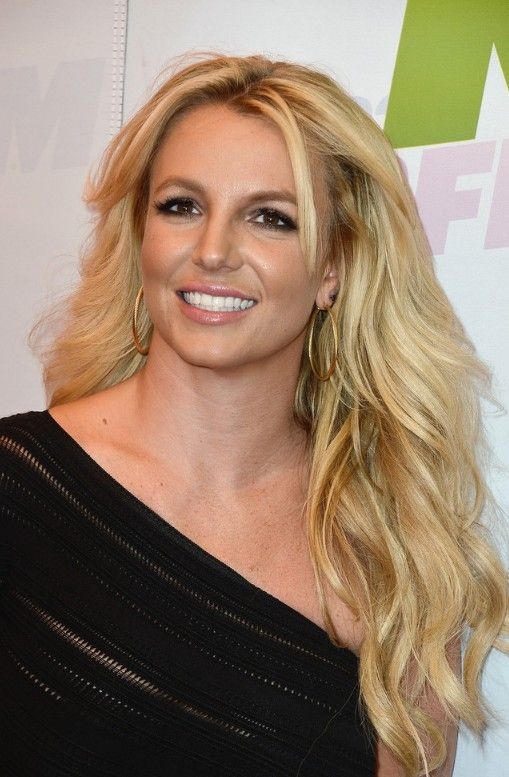 Long Wavy Hairstyle: Casual Blonde Loose Waves from Britney Spears ...
