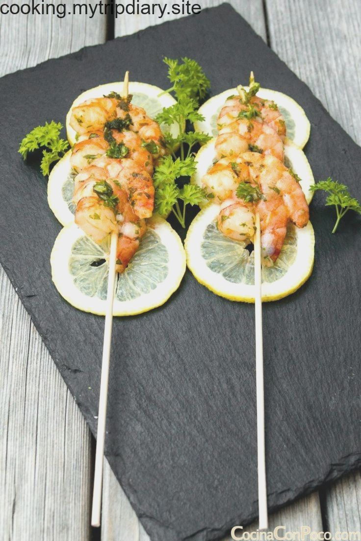 What A Nice Way To Present Prawns Love The Slices Of Lemon To