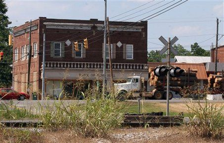 Falling timber industry hits rural Alabama, U.S. hard | AL.com