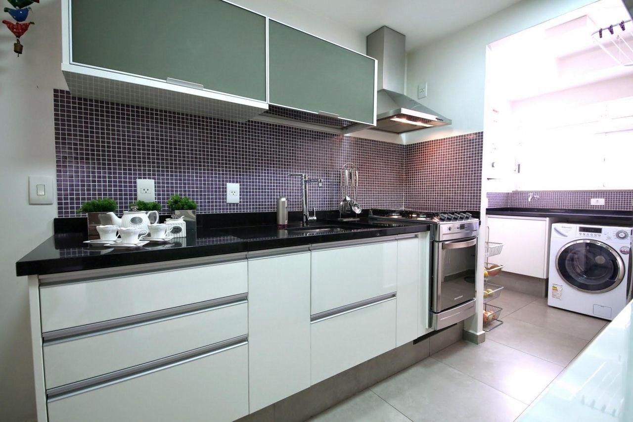 Aparador Mdf Cru ~ Cozinha planejada com armários branco e Cinza Iris