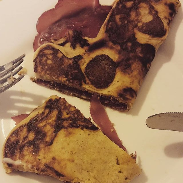 Pancake con bresaola e formaggio Light! Pancia mia fatti capanna! @maggiedg85  #ricettadelgiorno #pancakes #bresaola #formaggiolight #instalike #instalove #instadaily #instamood #buonpranzo