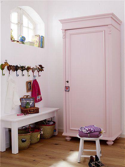 kleiderschrank 1 t rig abschlie bar aus massiver kiefer. Black Bedroom Furniture Sets. Home Design Ideas