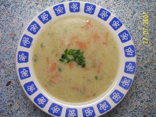 Vonava porova polievka so zeleninkou.