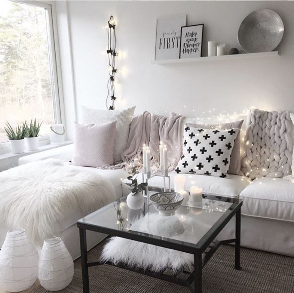 Girly Living Room Apartment Idea