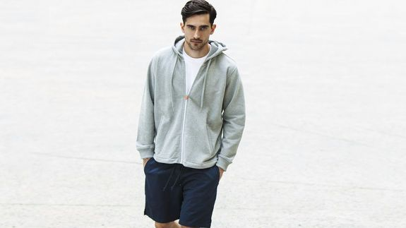 This 'cool-down' hoodie could solve all your gym outfit temperature woes - http://edgysocial.com/this-cool-down-hoodie-could-solve-all-your-gym-outfit-temperature-woes/