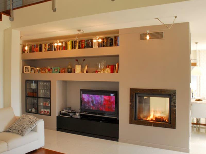 caminetto moderno bifacciale con parete attrezzata casa