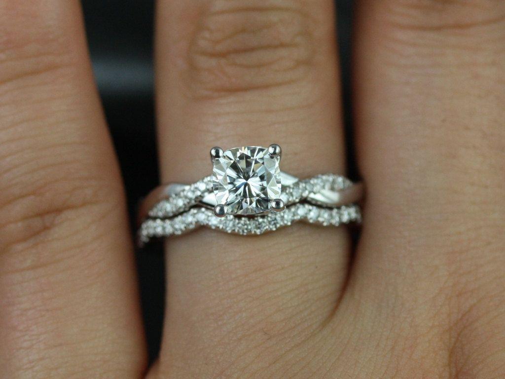 Rosados Box Tressa 6mm 14kt White Gold Cushion F1 Moissanite And Diamonds Twist Wedding Set Curved BandTwisted