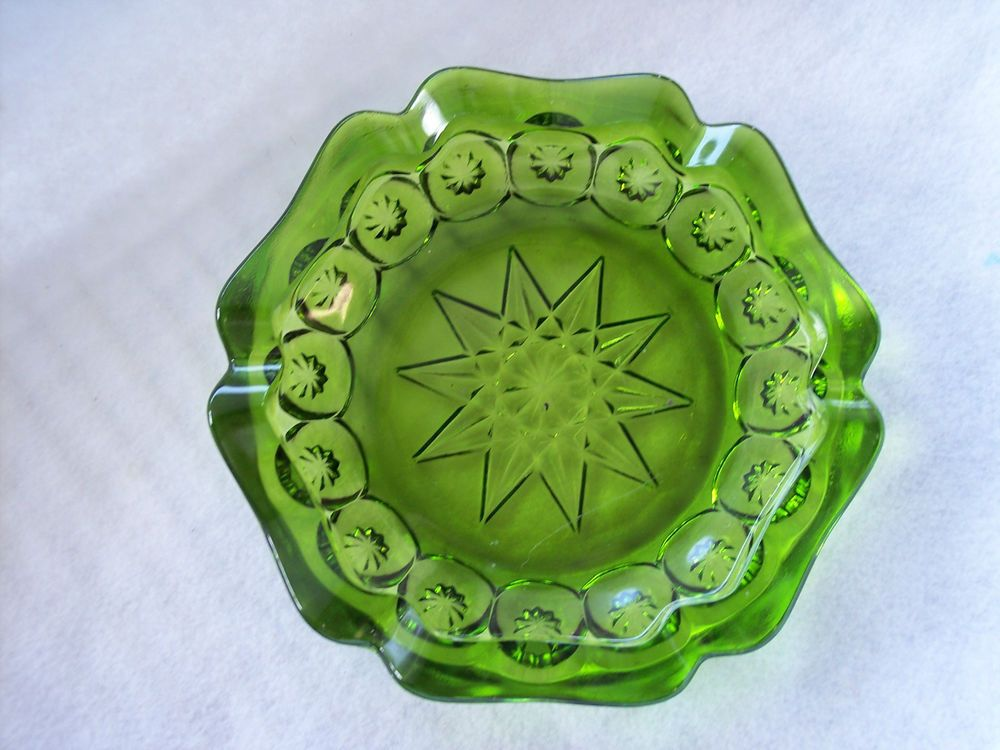 Large Vintage Green Decorative Ashtray Ten Point Star in Middle