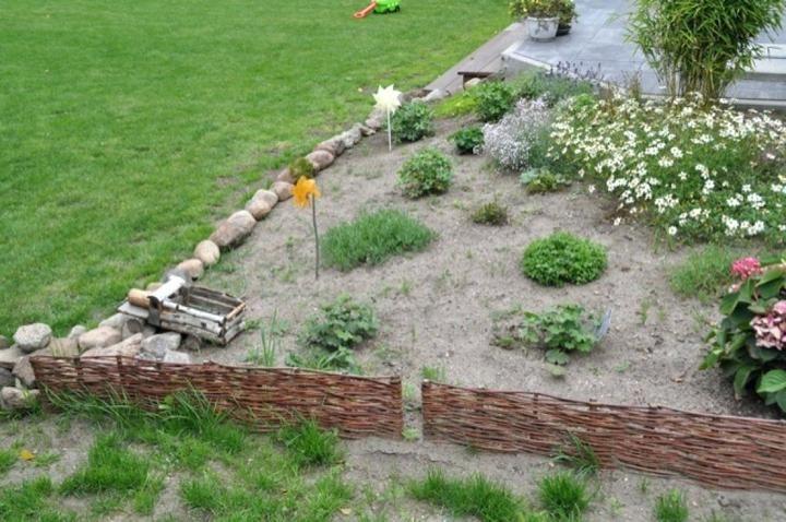 beetbegrenzung stein beeteinfassung aus mit feldsteinen ...