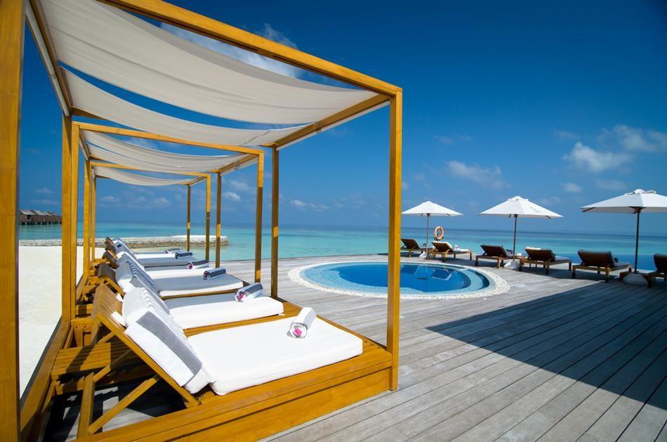 10 Awesome Beach Bars