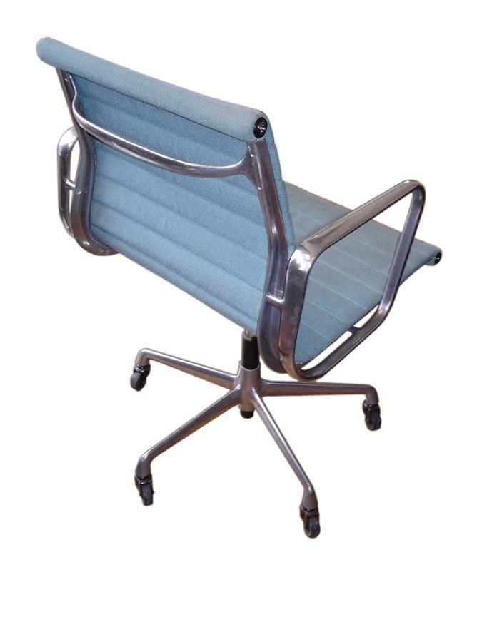 Charles Eames Aluminium Group armchair produced by