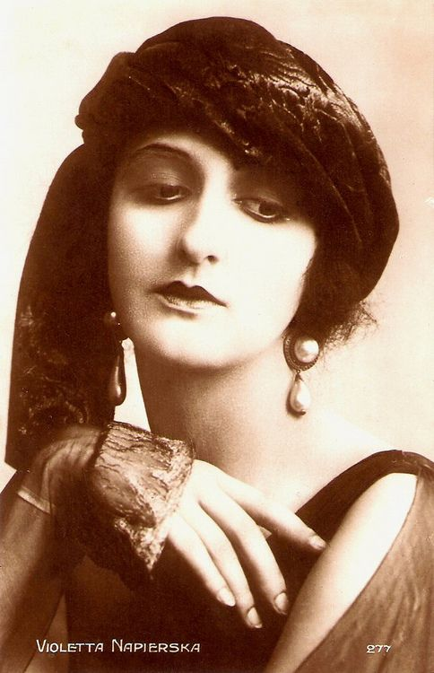 Violetta Napierska - German silent film actress.  She co-starred with Béla Lugosi and Lee Parry in the horror film Hypnose/Hypnosis (1920) and in several other films with Lugosi produced and directed by Richard Eichberg. She did some work in France and then did her last film in Italy in 1955.