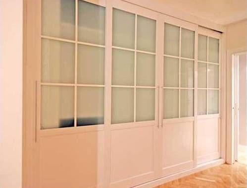 Armario cuatro puertas correderas lacado blanco con for Puertas correderas de cristal