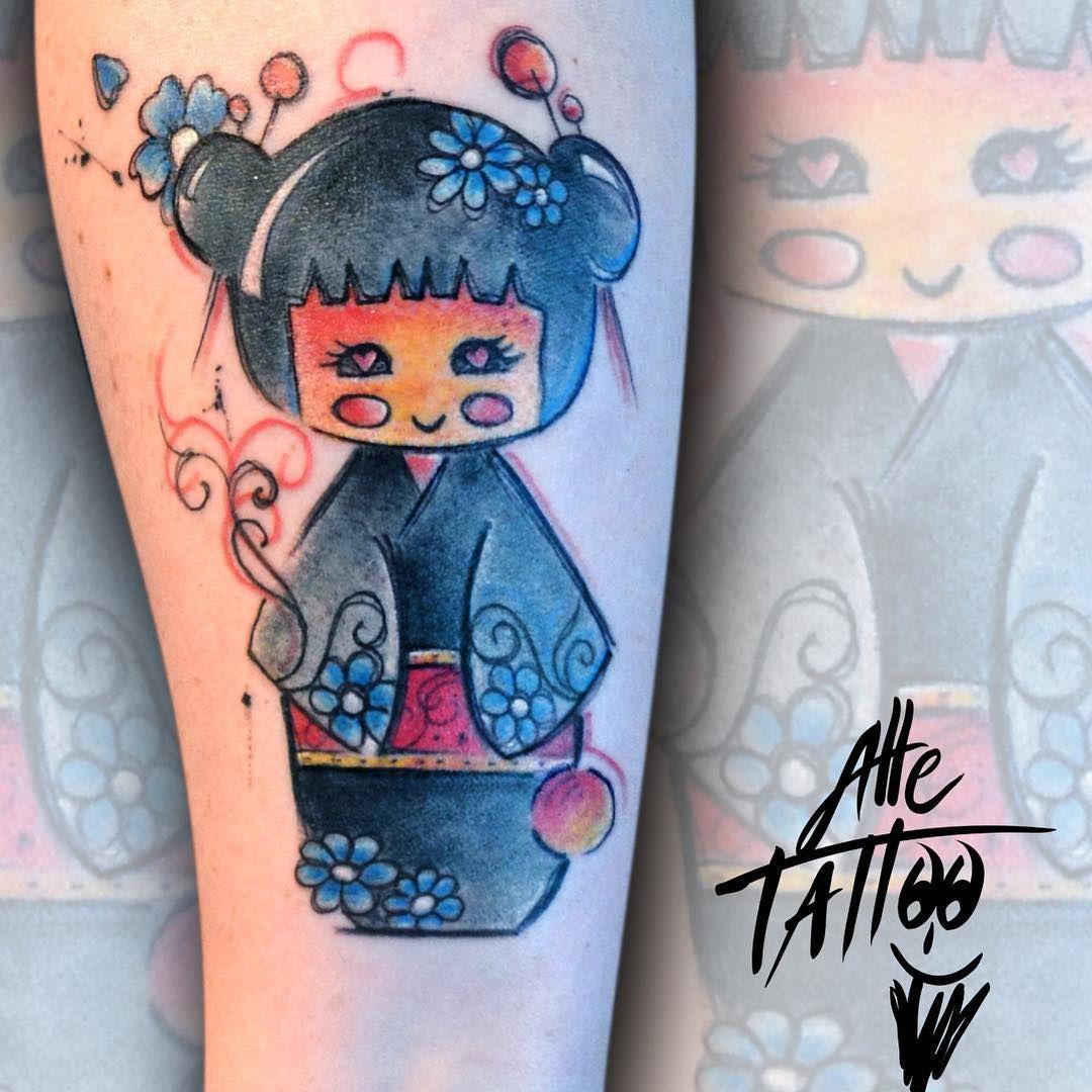 #kimmidoll quanto è divertente tatuare queste bamboline! Che fate voi di bello oggi? Tra poco andiamo in diretta su Twitter Facebook e YouTube (alle Tatuatore) #alletattoo #happyalletattoo