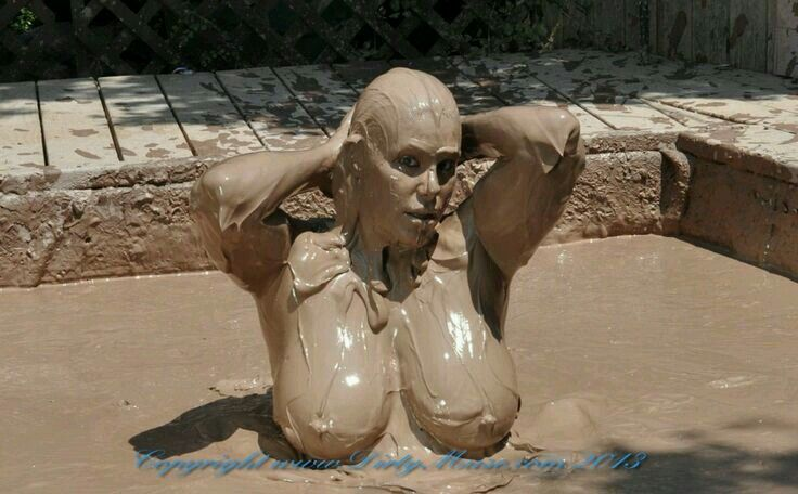 free-tits-muddy-sexy-ans-pussy