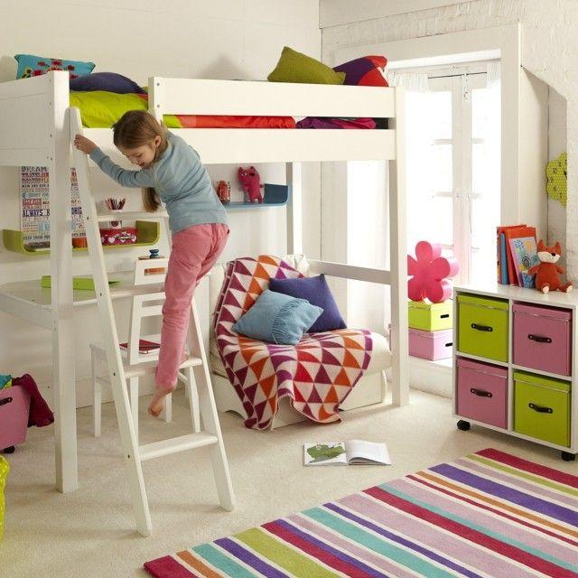 design hochbett mit buntem teppich und kommode auf roller, Schlafzimmer