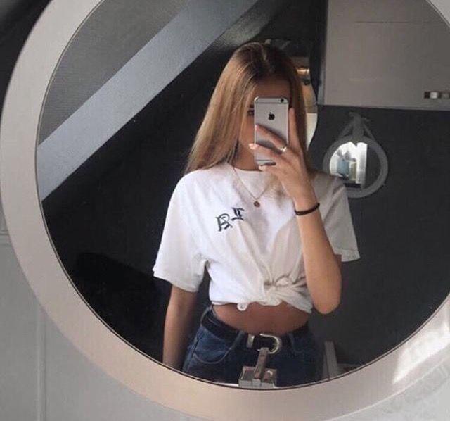 girl arsch selfie
