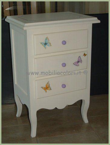 Dolcissimo #comodino stile provenzale decorato a mano con farfalle ...