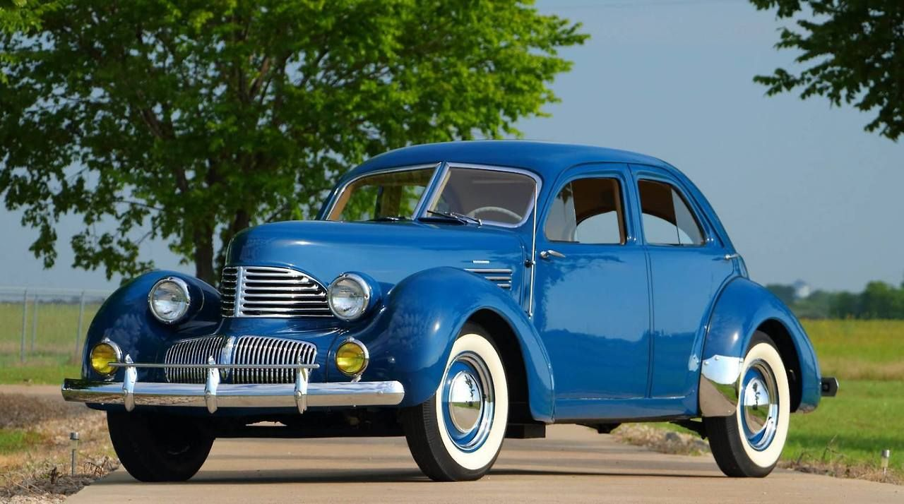 Graham Hollywood 1941 - source 40s & 50s American Cars.   Voiture ...