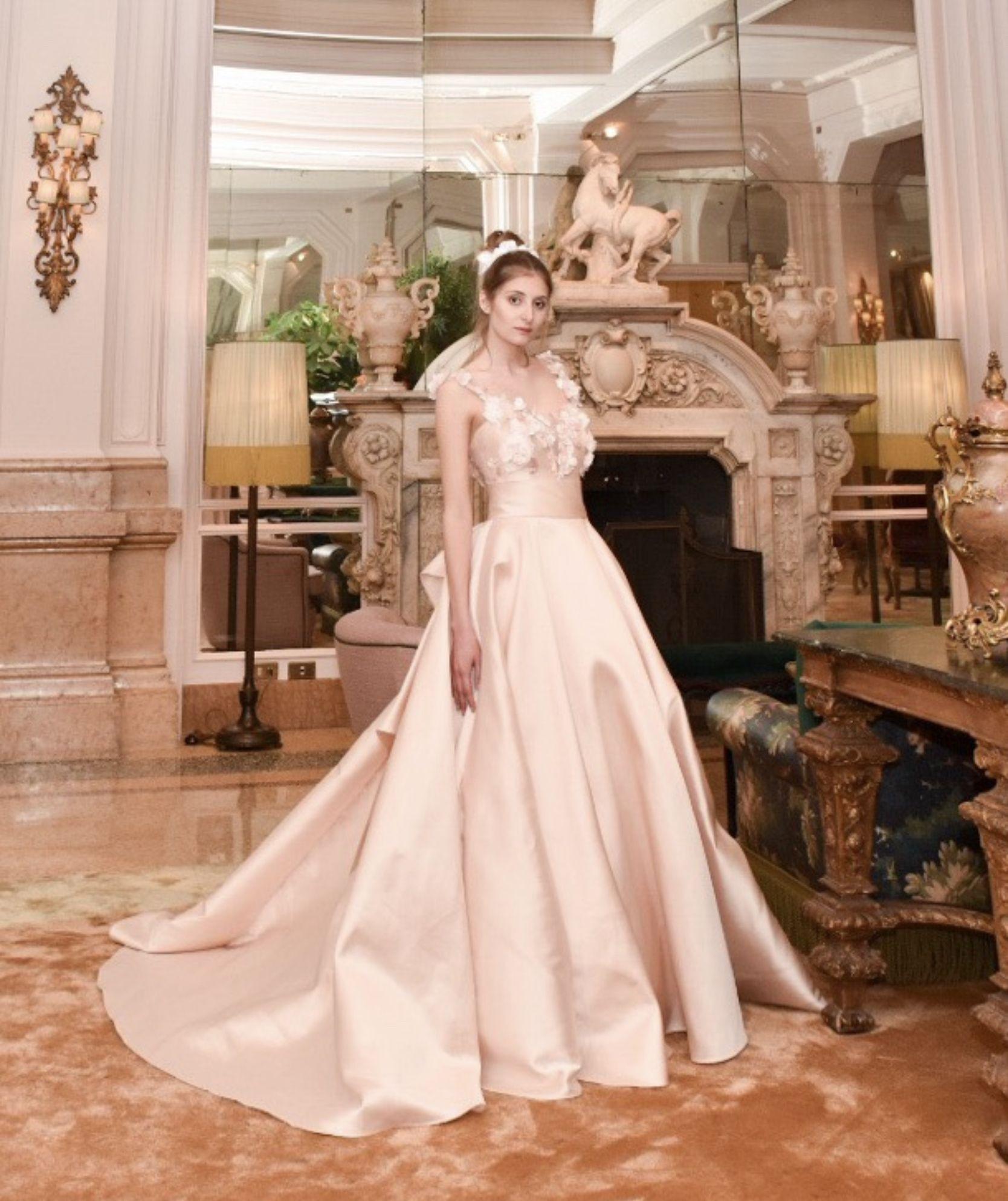 fb93ce1c96 Oggi parliamo del bellissimo Abito da Sposa modello 1907 della Collezione  Sposa 2020 creata dallo Stilista