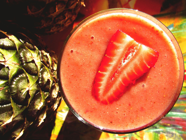 Siempre Fabulosa ♔ ! Frutillas + Aloe Vera + Manzana Fuji + Platanito pecoso & Chia √