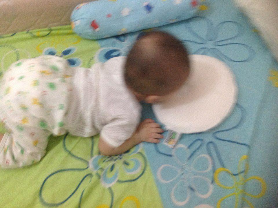 kai doing tummy time with Mimos pillow
