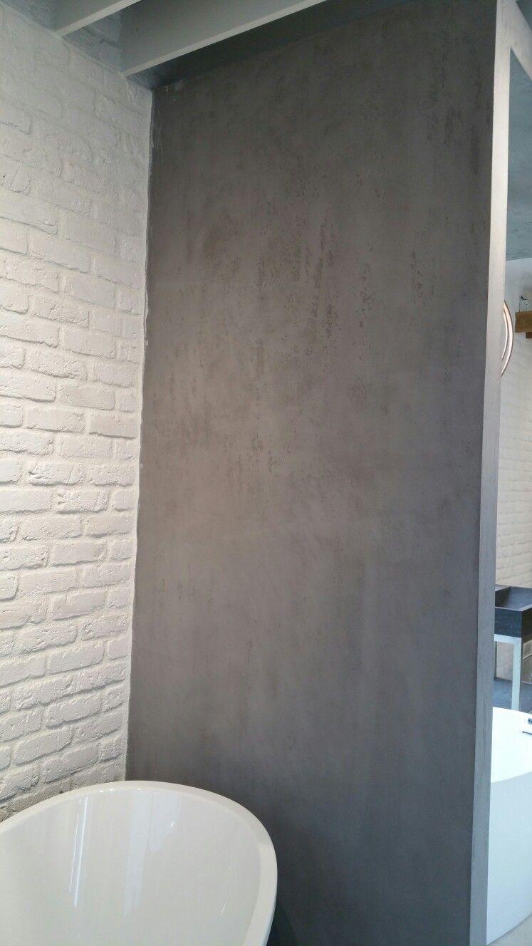Mur de bain de béton ciré gris | salle de bain béton ciré | Bathtub ...