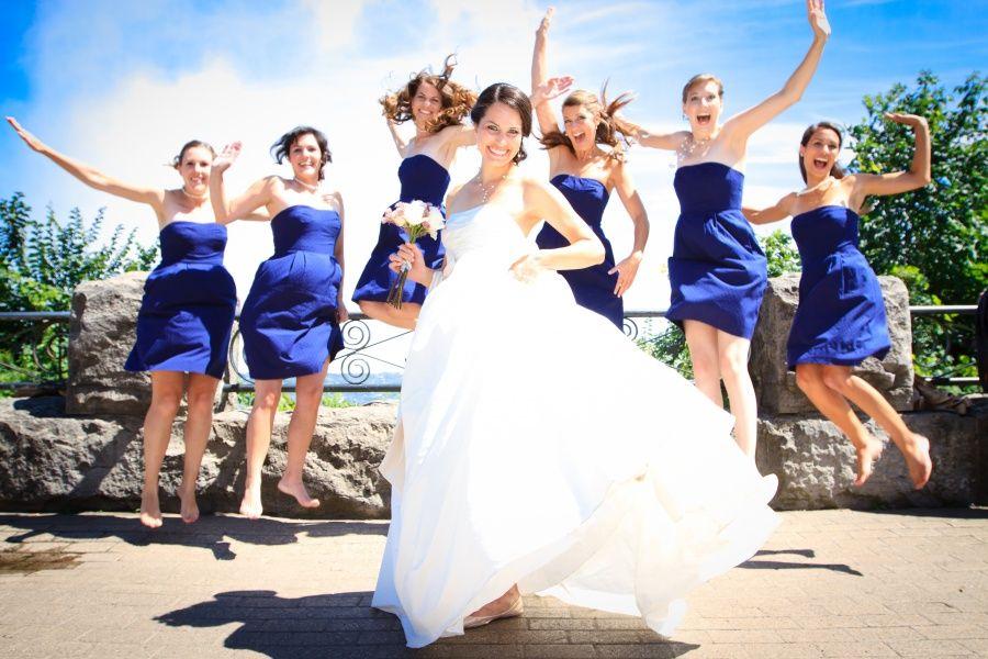 Bridal party poses Bridal Party at Niagara