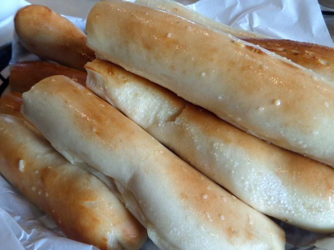 O S American Kitchen Is Dishing Out Deliciousness Family Vacation Hub Pat And Oscars Breadsticks Recipe American Kitchen Food