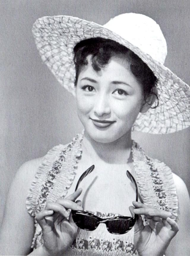 Arima Ineko (有馬稲子) 1932-... Arima Ineko (有馬稲子) 1