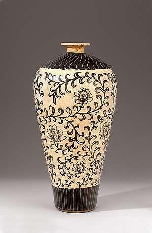 Cizhou-Vase in Mei-ping-Form. | North China / Province Hebei, Jin-Era 12. century