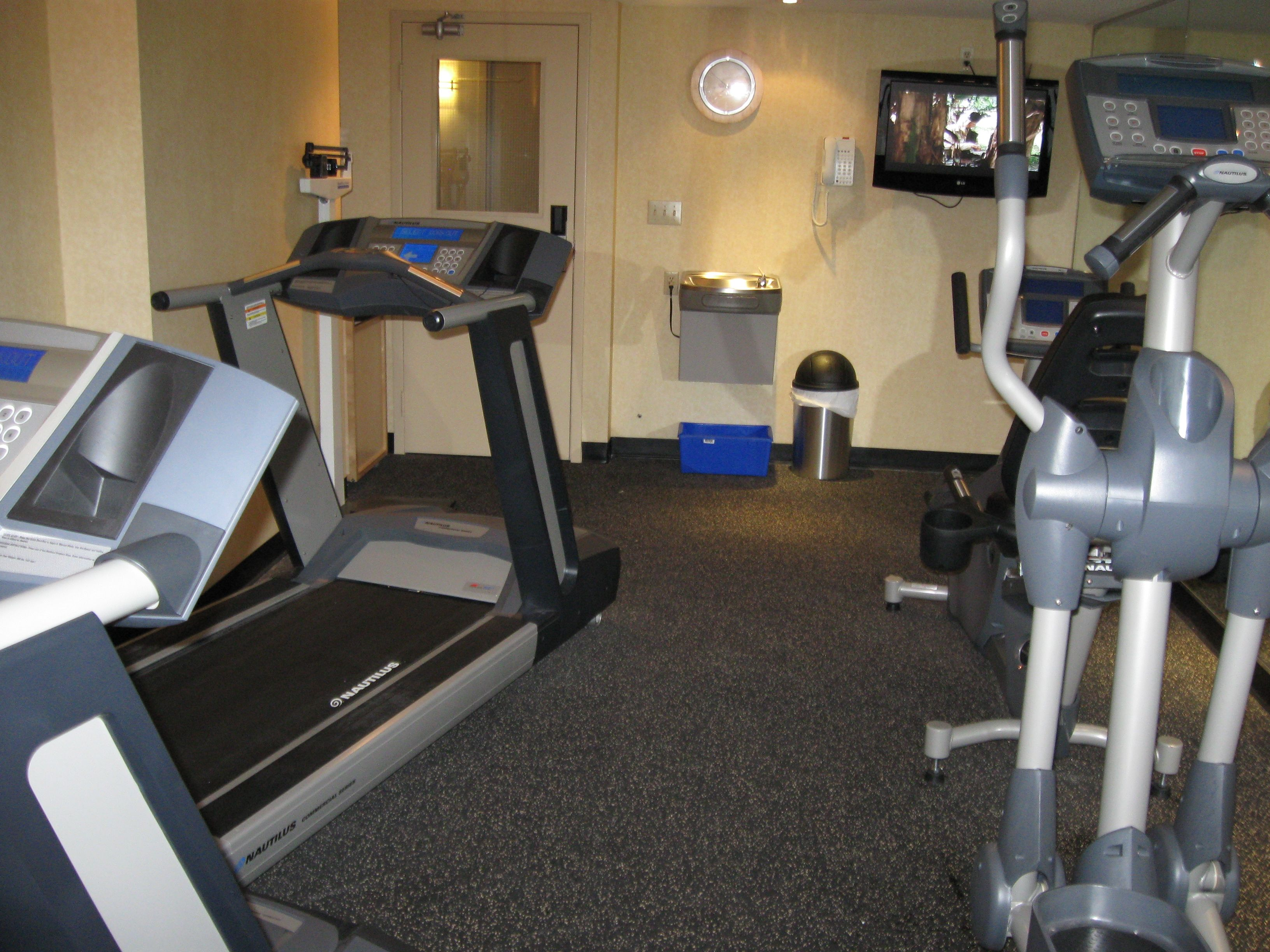 Workout Room Quality Hotel Hamilton 9055781212 Hotel
