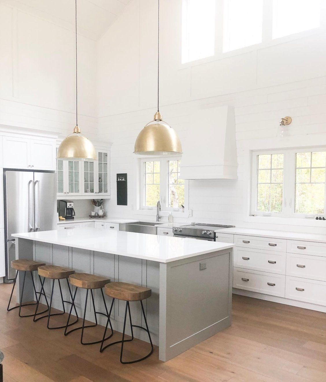 Eugene Pendants By Visual Comfort Via Linsdaypaigemcleod On Instagram For Loveyourlumens Desig Kitchen Design White Kitchen Design Kitchen Lighting Design
