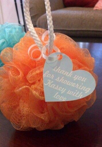 Souvenirs sencillo con esponja para baby shower - https://manualidadesparababyshower.net/souvenirs-sencillo-con-esponja-para-baby-shower/