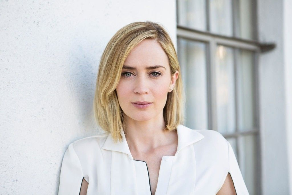 Emily Blunt Blonde Actress White Dress Wallpaper Emily Blunt Blonde Actresses