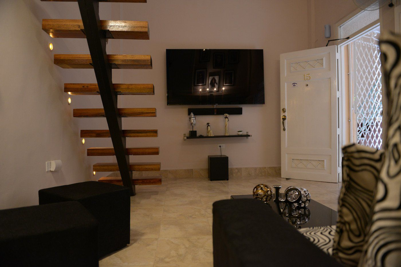 Beautiful And Well Decorated Apartment, Ventilated And Air Conditioned. It  Has A Main Bedroom