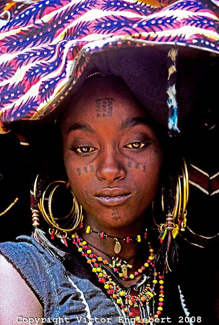 Niger. Sahel. Azaouak Valley.Wodaabe (Bororo/Fulani) woman dressed up to watch men dance.