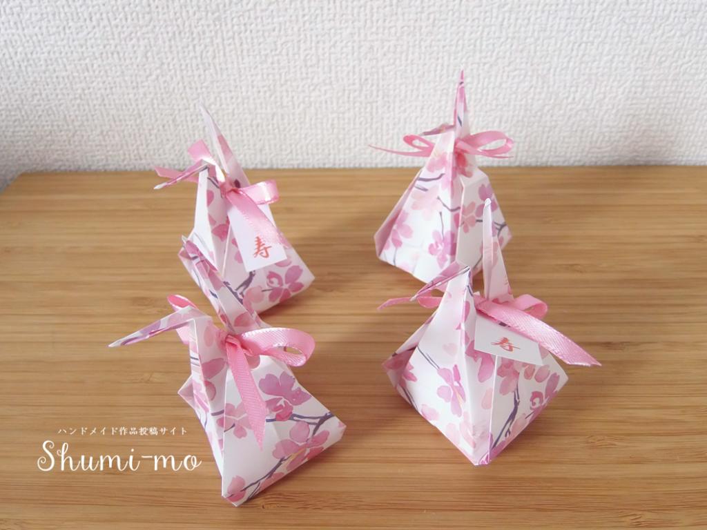 折り鶴の中が小さな袋になった お福分け鶴 の折り方をご紹介します 和装ウェディングのプチギフトにもぴったりです お福分け鶴の折り方 途中までは通常の折り鶴と同じ折り方です お福分け 子供の折り紙 折り紙バッグ