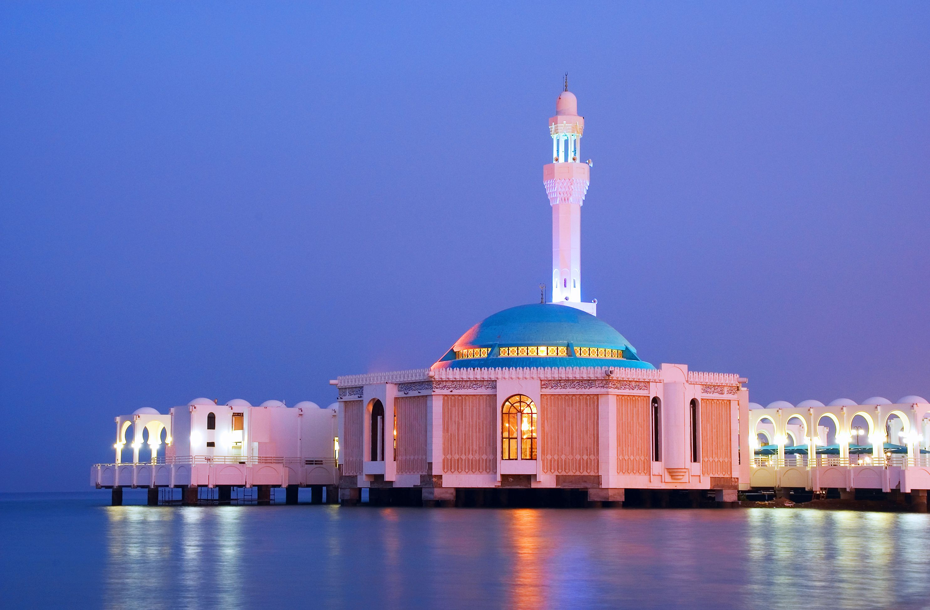 A Modern Style Mosque Built On Water In Jeddah Saudi Arabia Beautiful Mosques Mosque Architecture Mosque