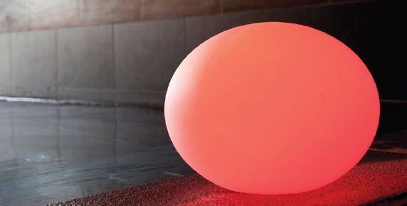 Flat, une forme Led rechargeable en forme d'oeuf ou de ballon de rugby