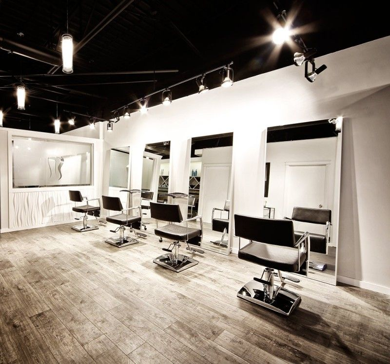 Interior Simple Interior Decor For Hair Salon With Pendant Lighting And Wood Interieur De Salon De Coiffure Design Interieur Salon Decor De Salon De Coiffure